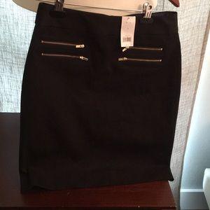 Banana Republic black pencil skirt. Black zippers